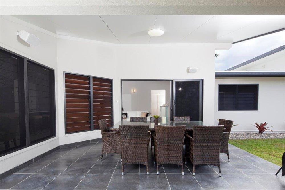 The Energy Efficiency Benefits of Woven Mesh Screens on Louvres